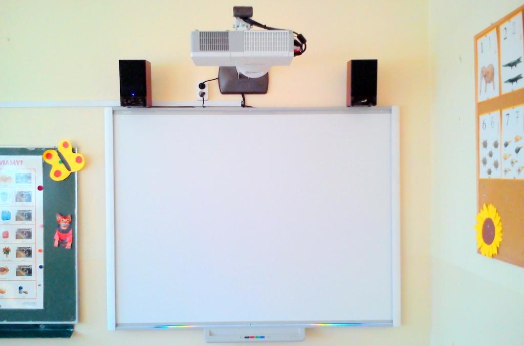 tablica_interaktywna_smart_sb_680_projektor_hitachi_cp_cx_250