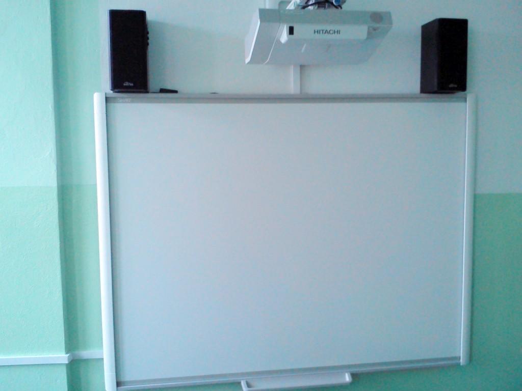 zestaw_interaktywny_tablica_interaktywna_smart_z_projektorem_hitachi_1